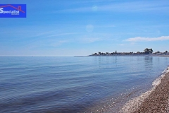 Mar azul en playa Almadrava