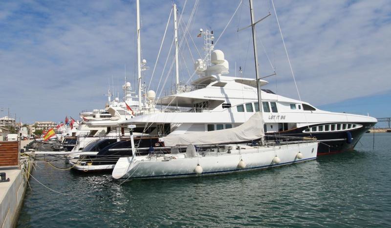 Yates en el puerto de Dénia