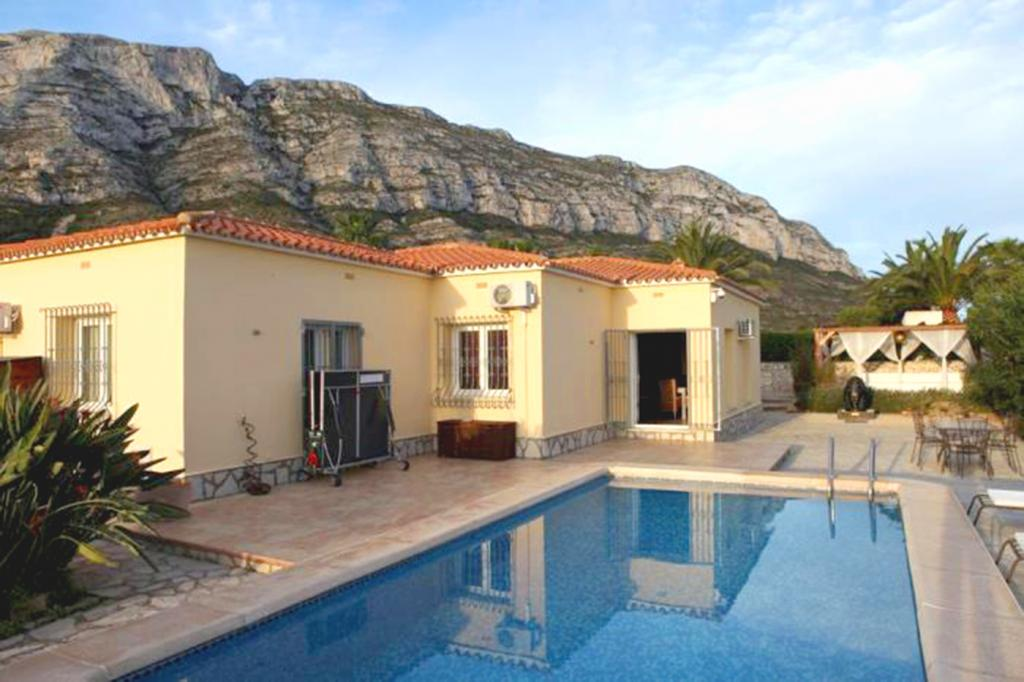 Photo number 1. Villa for sale  in Denia. Ref.: SLH-1-1-13989