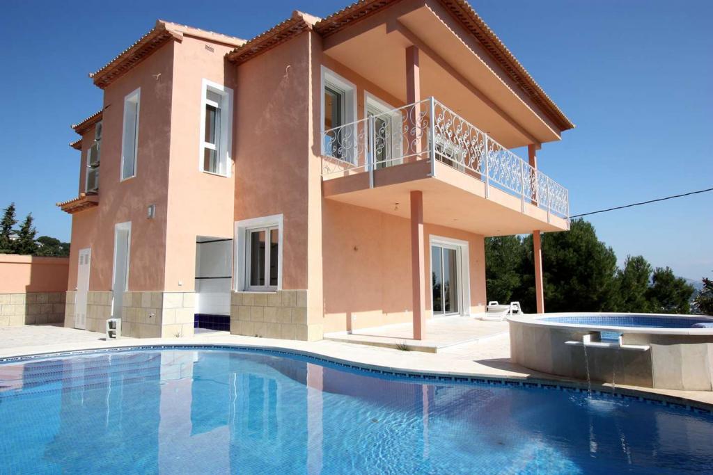 Maison   Villa De Luxe à Vendre Se Trouve Dans Calpe Costablanca, Alicante  (Espagne