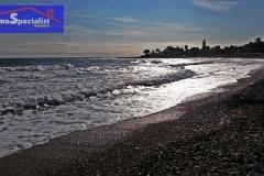 Mar de plata en la playa de la Almadrava de Els Poblets